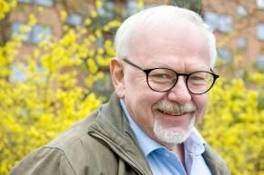 Mogens Hansen,pastor emeritus og tidligere programmedarbejder pŒ Danmarks Radio. Fotograferet i hjemmet pŒ Frederiksberg,K¿benhavn. Har haft hjertestop og blev genoplivet.